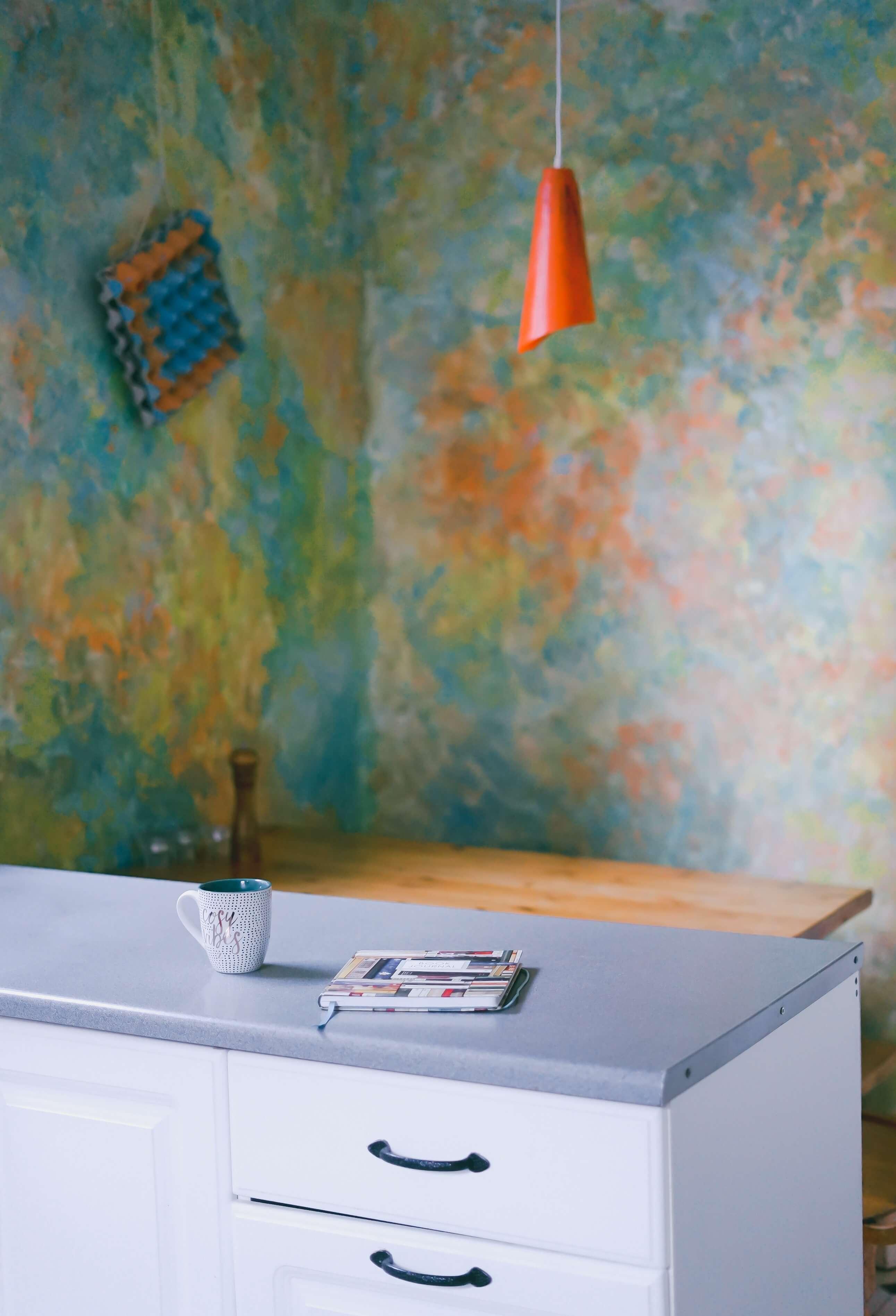 Intensywny kolor farby na ścianie
