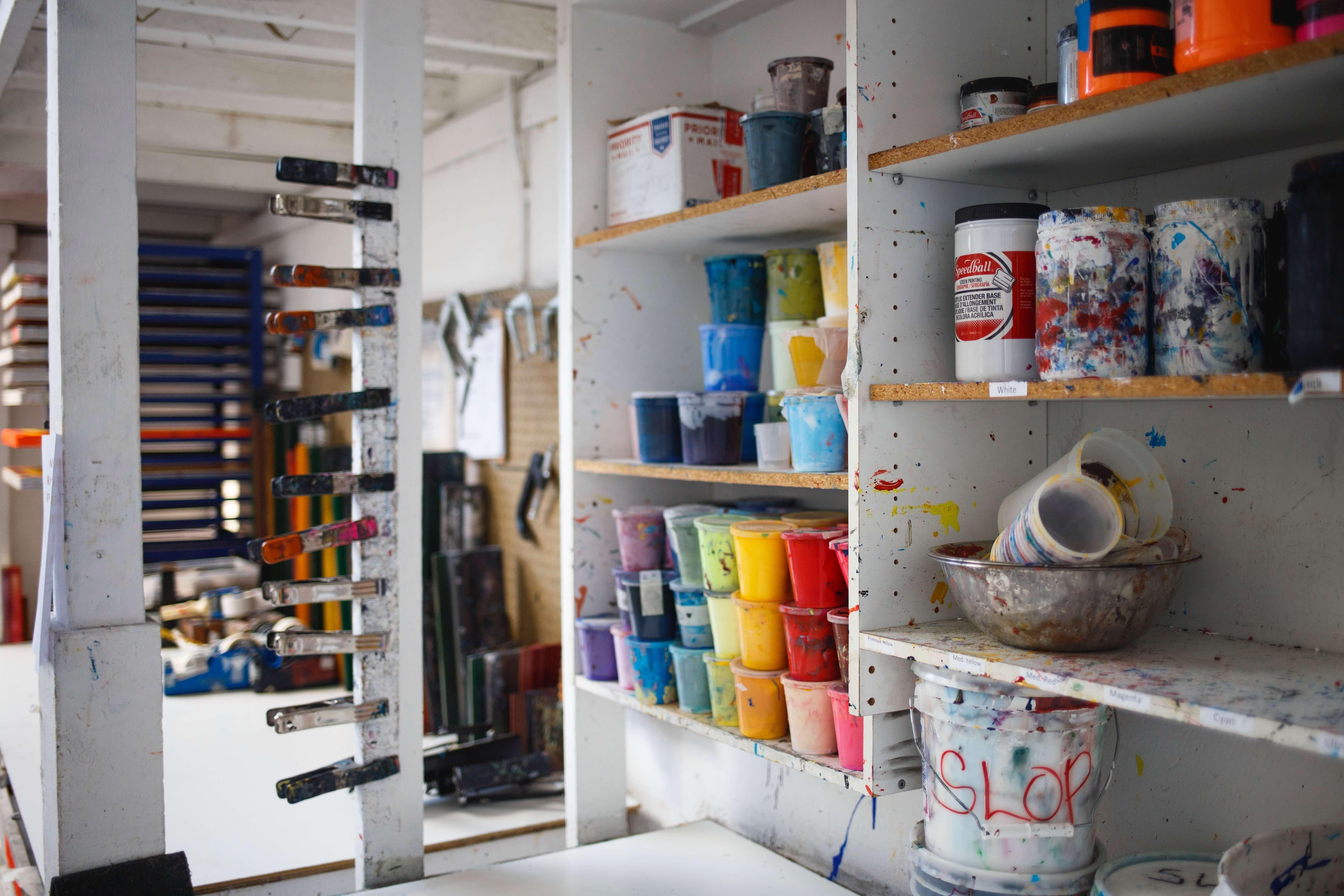 Przechowywanie farby w domu