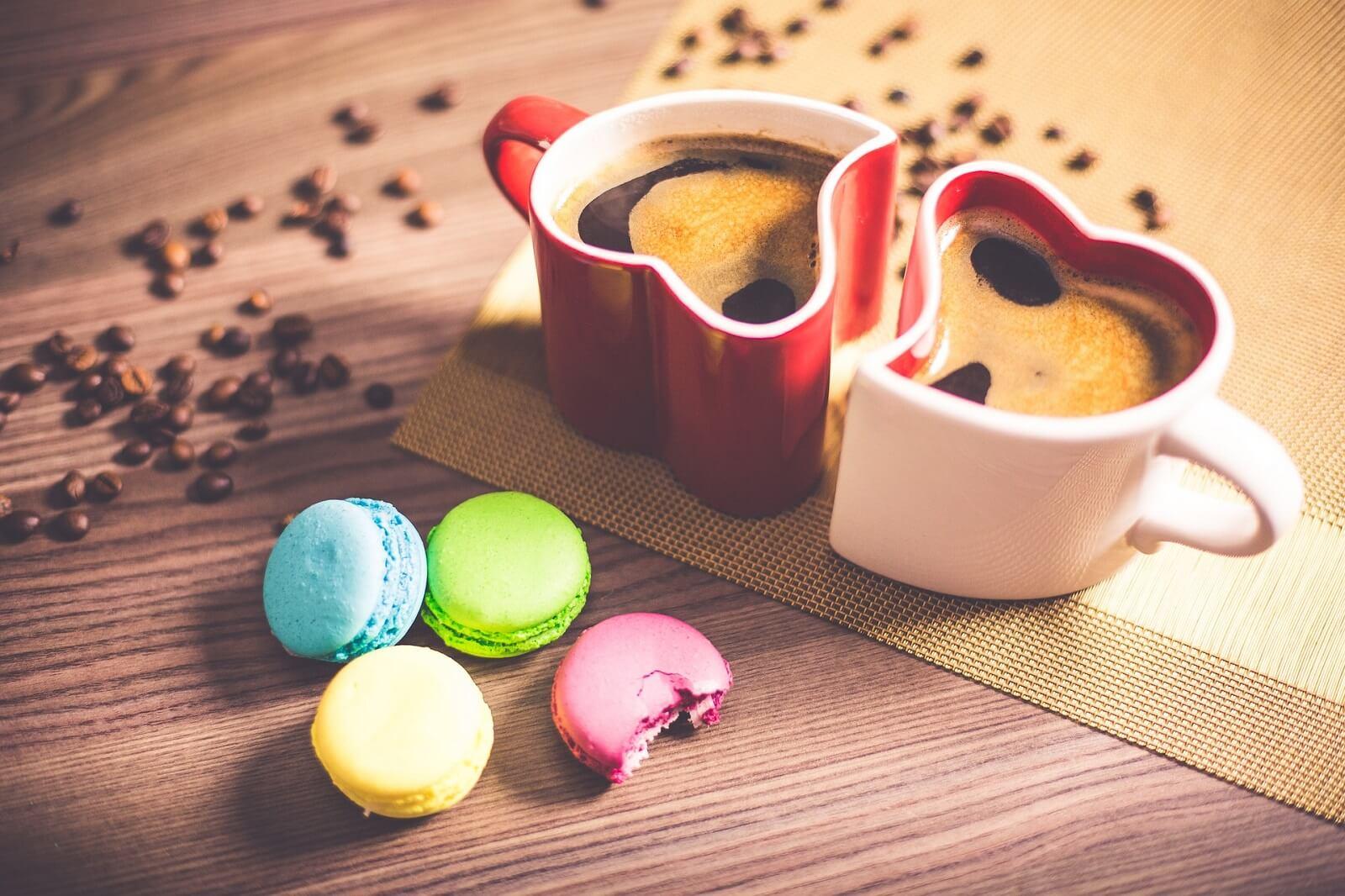 Kawa z ciastkami