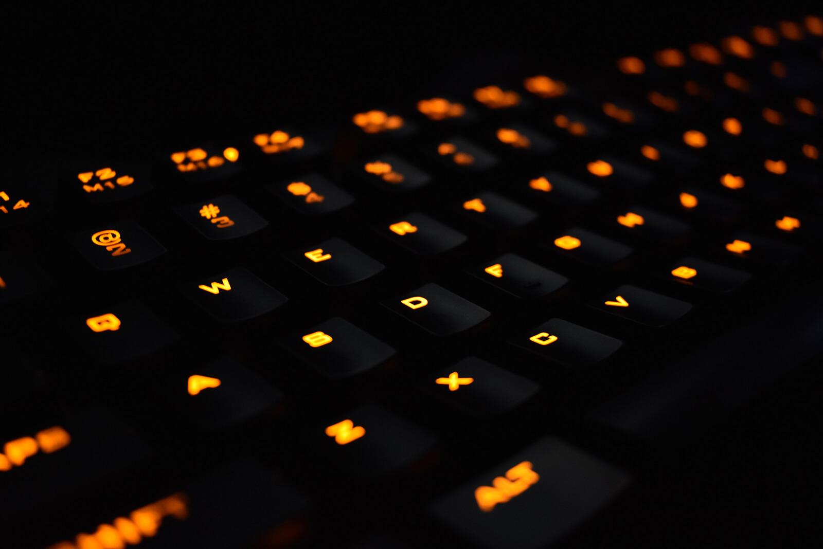 klawiatura do biura z podświetleniem