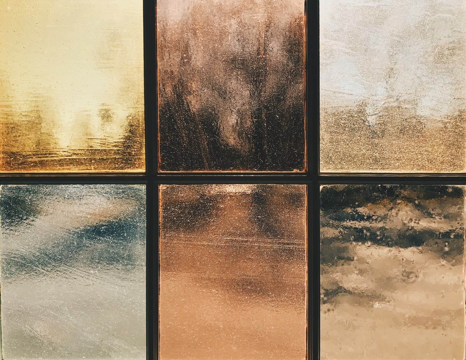 Szkło na podłodze w domu