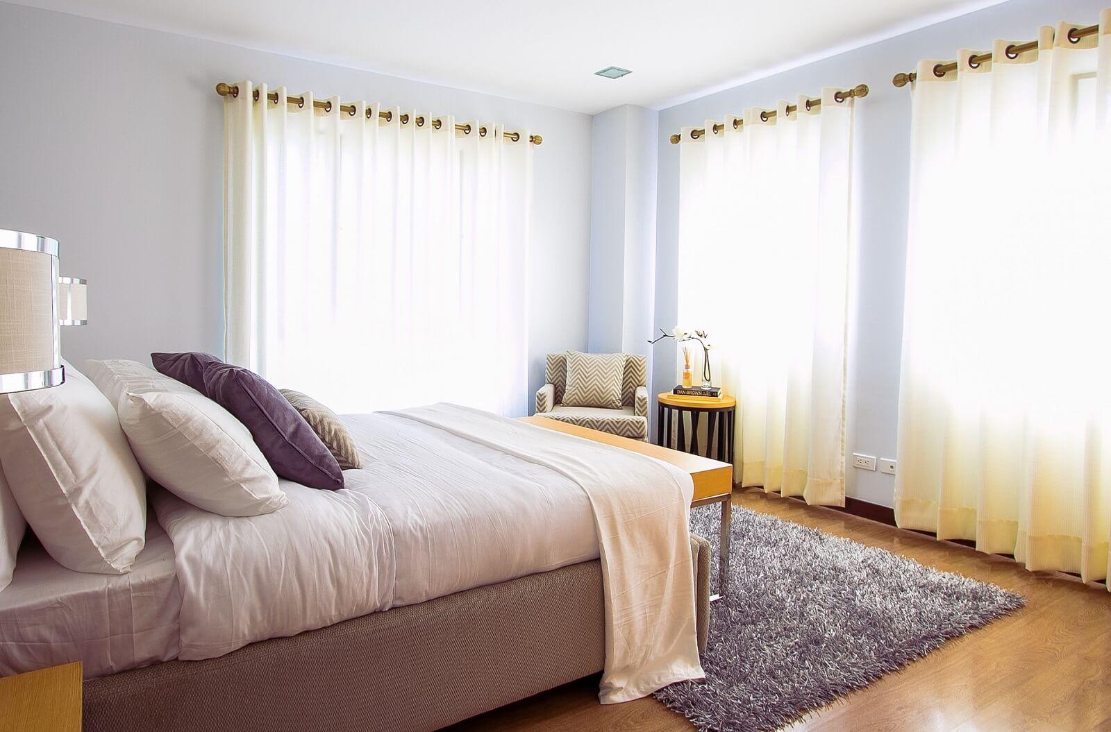 Sypialnia z firanami