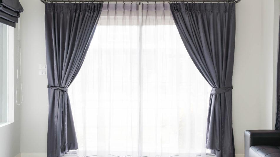 Jak dekorować okna w domu
