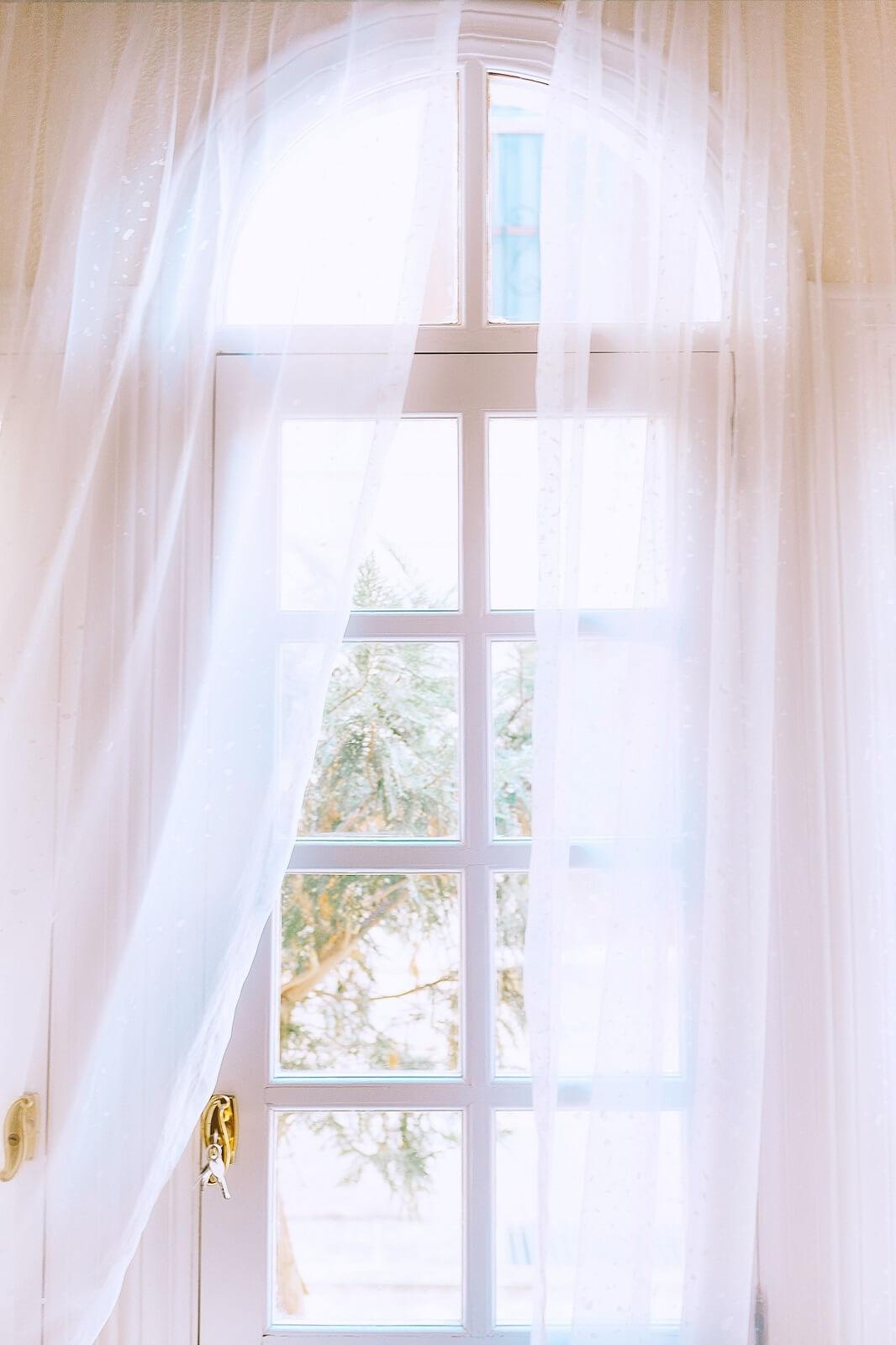Łukowe okno