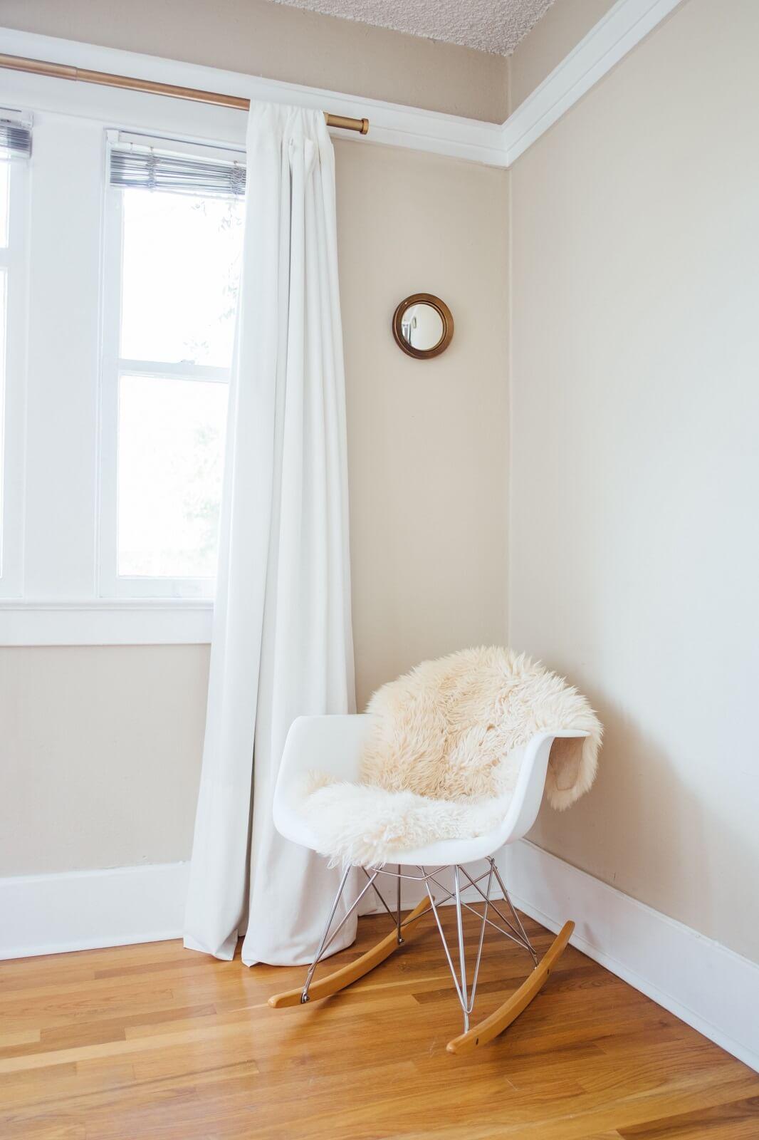 Jak dekorować okna - Karnisz z zasłoną