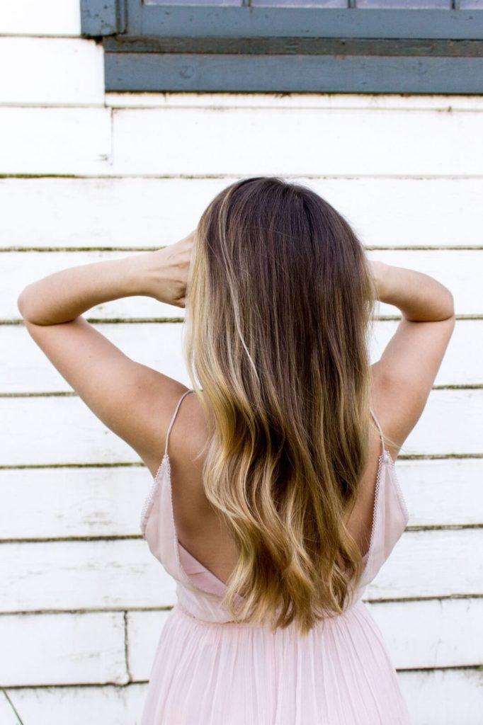 Jaką prostownicę wybrać? Pamiętaj o ochronie włosów