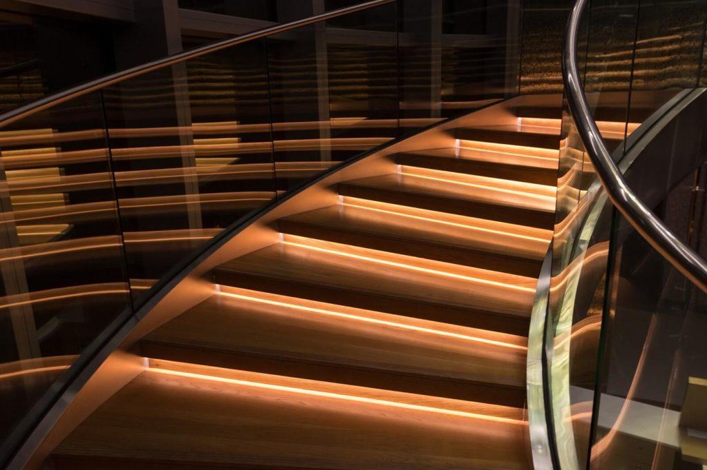 oswietlenie-schodow-w-domu