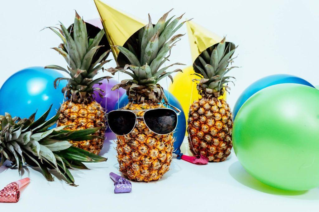 Dekoracje urodzinowe balony i ananasy