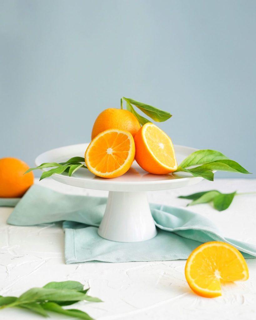 Stół z pomarańczami