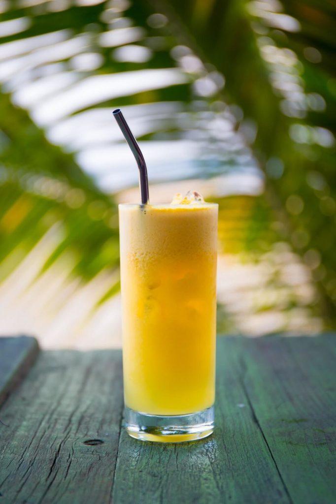 Szklanka z sokiem pomarańczowym