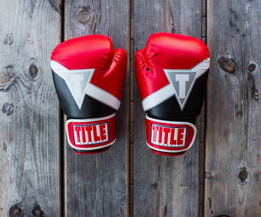 Czerwone bokserskie rękawice