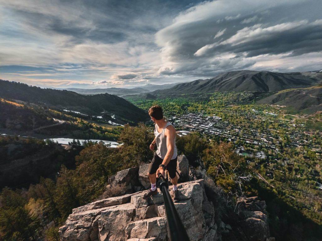 Zdjęcie z selfie stick w górach