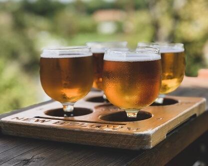 Piwa w czterech szklankach