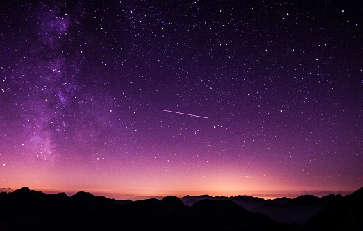 Gwiazdy nocą na niebie