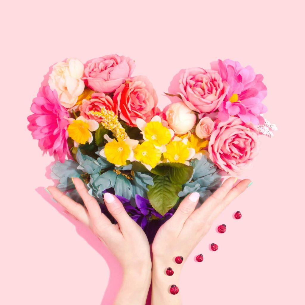 Kwiaty w kształcie serca na Dzień Babci