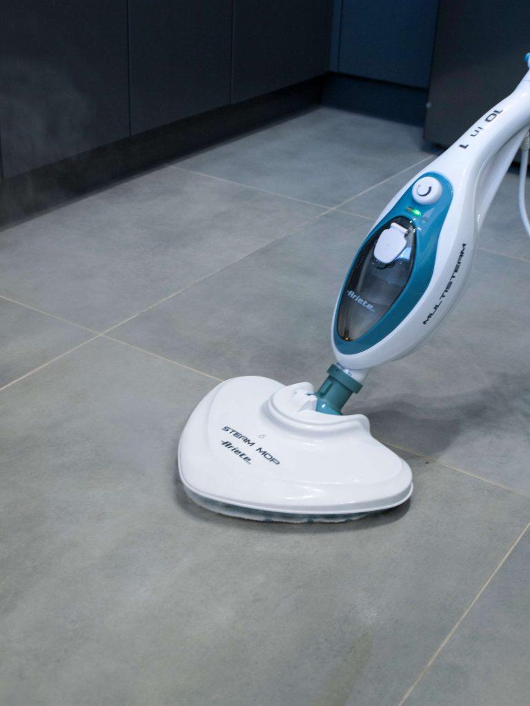 Podłoga umyta mopem parowym
