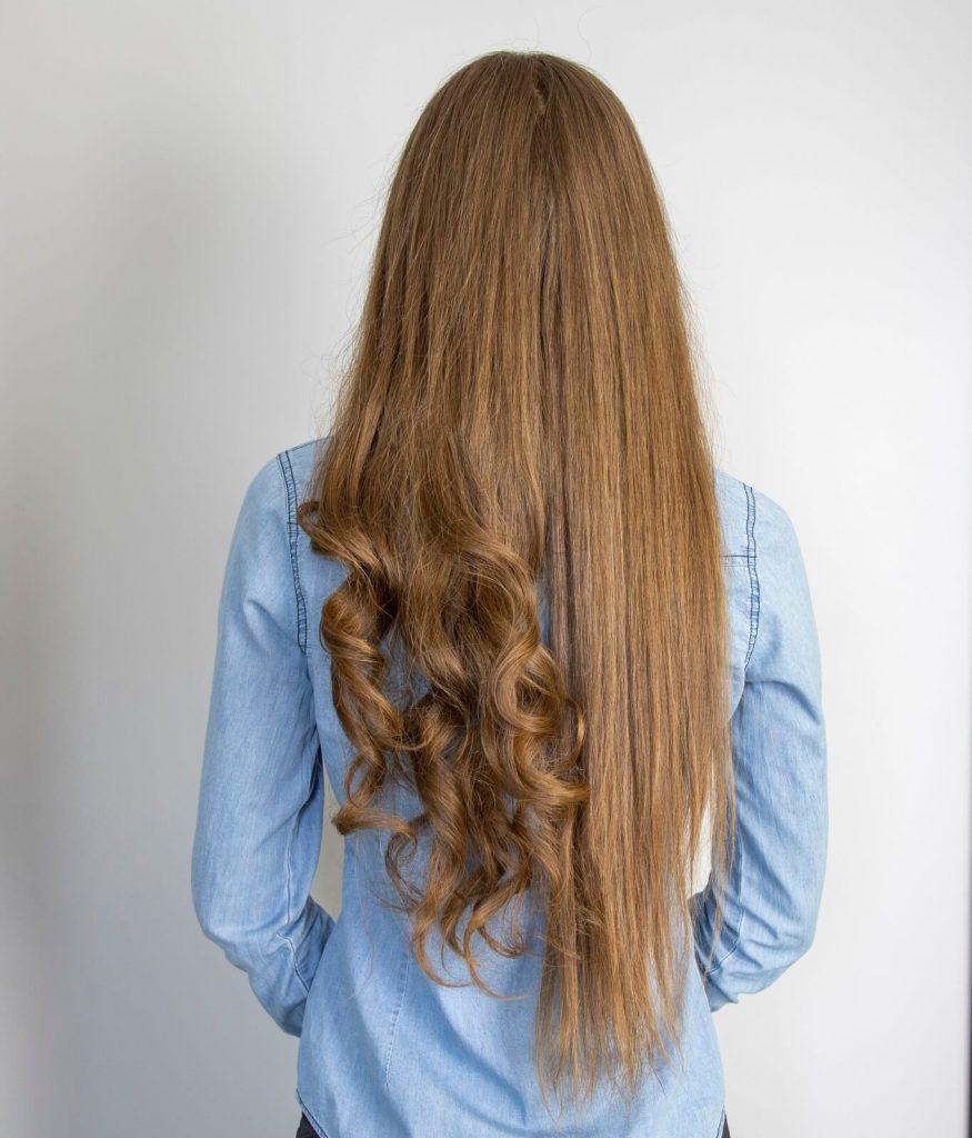 Prostowanie i kręcenie włosów prostownicą