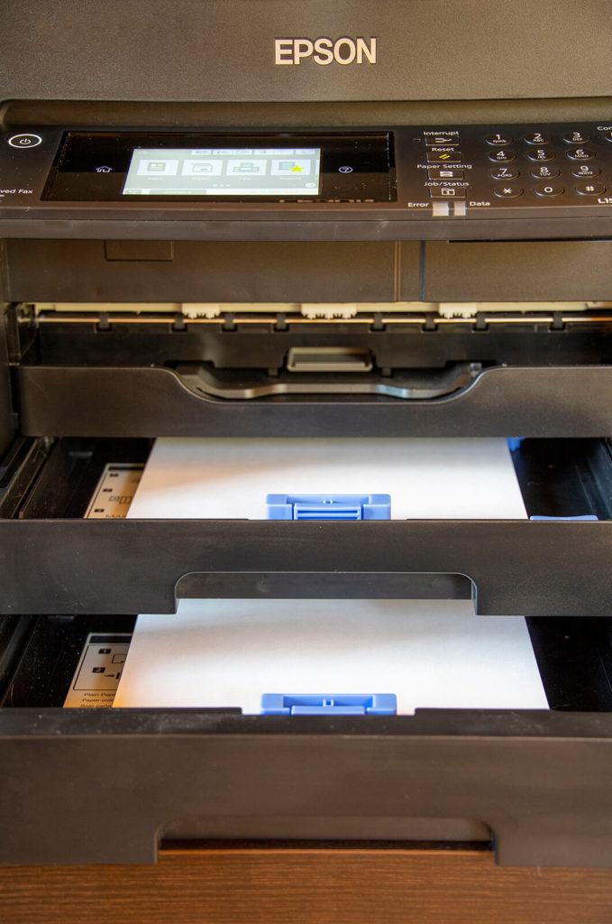 Podajniki na papier