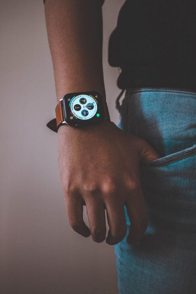Pulsometr na nadgarstek w formie zegarka