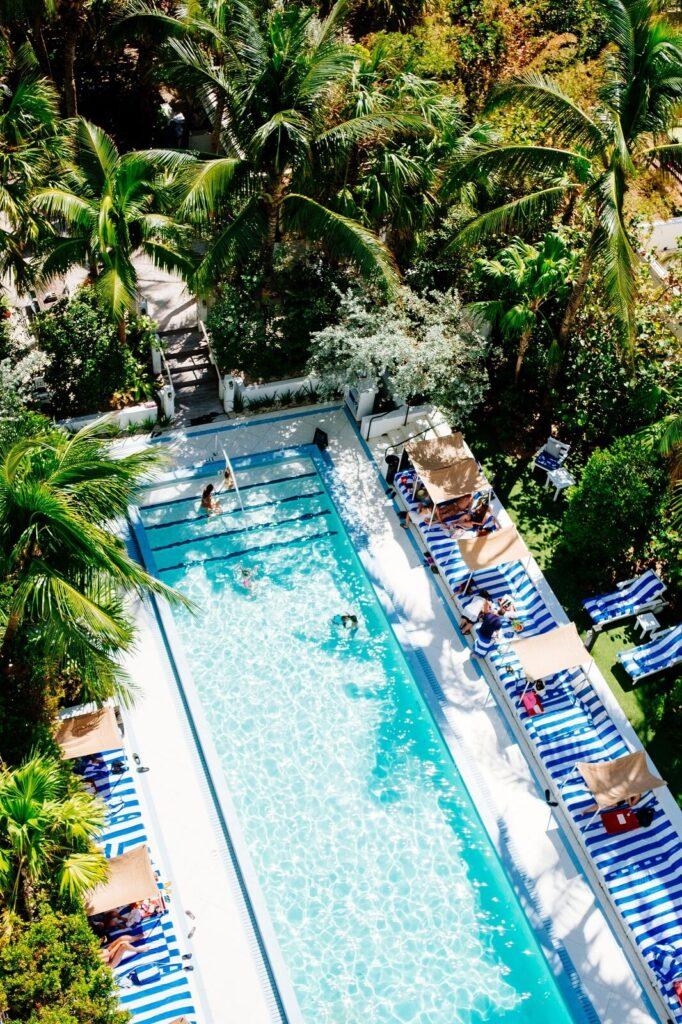 Ogród z basenem na lato